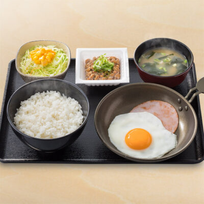 ハムエッグ納豆定食